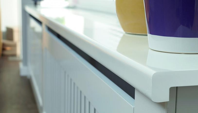Aftimmermaterialen Bij Groenen vindt u een groot aanbod aan aftimmermaterialen. We bieden diverse soorten lijstwerk, zoals hoeklatten, architraven en plinten, van grenenhout, MDF, kunststof en aluminium. Geschaafd en ruw hout Geschaafd en ruw hout is bij Groenen verkrijgbaar in een groot aantal dikte- en lengtematen. Plaatmaterialen We bieden meubelpanelen van 18 mm spaanplaat in vele trendy kleuren, onbewerkte panelen als MDF in diverse diktes en aftimmerpanelen in vuren en grenen. Tevens vindt u bij ons plaatmateriaal in hard- en zachtboard, spaanplaat, MDF, triplex en multiplex in diverse diktes. Het plaatmateriaal verzagen we op verzoek op maat op onze wandzaag. Wand- en plafondpanelen Onze leverancier voor de afwerking van wanden en plafonds, HDM, zorgt voor een structuren, kleuren, breedte- en lengtematen. Tevens vindt u bij Groenen plafondplaten van Agnes. Hiermee kunt u op een gemakkelijke manier een gestukadoord plafond nabootsen.